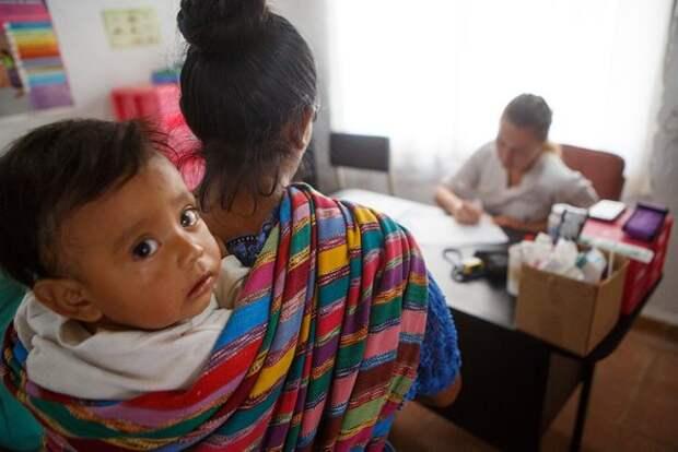 «Многие женщины не помнят, сколько у них детей»: как 17-летняя россиянка и её подруга открыли клинику в Гватемале