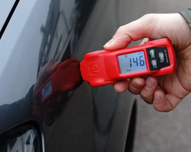 Работая с толщиномером, стоит учитывать, что у всех машин «родная» толщина краски значительно отличается. | Фото: horstek.eu.