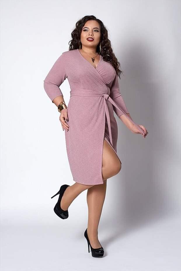 Розовое платье с запахом на каждый день – история для романтичных особ. /Фото: spaf-mega.ru