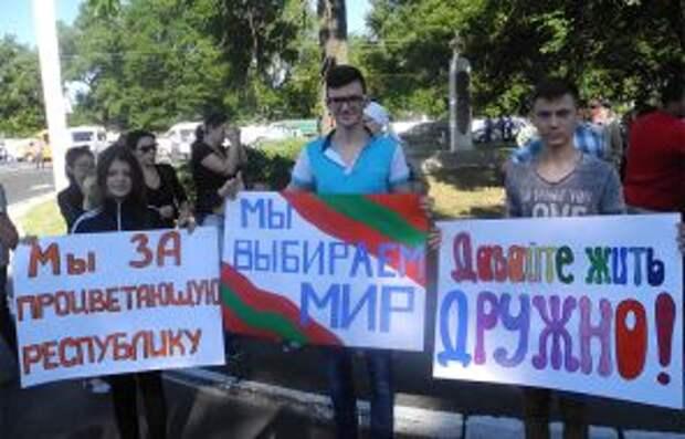 На фото: в Приднестровье хотят жить с соседями из Молдовы в мире, но при этом не поступаясь своей независимостью от стремящейся в румынские объятия соседки