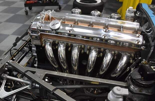 Полностью разрушенный классический Jaguar E-type восстановили до изумительного состояния