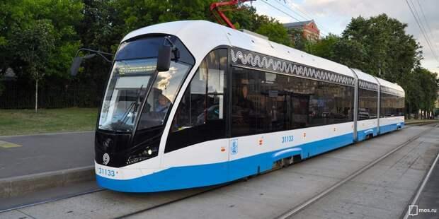 Трамваи №28 и 31 временно задерживаются на Живописной из-за технических неполадок