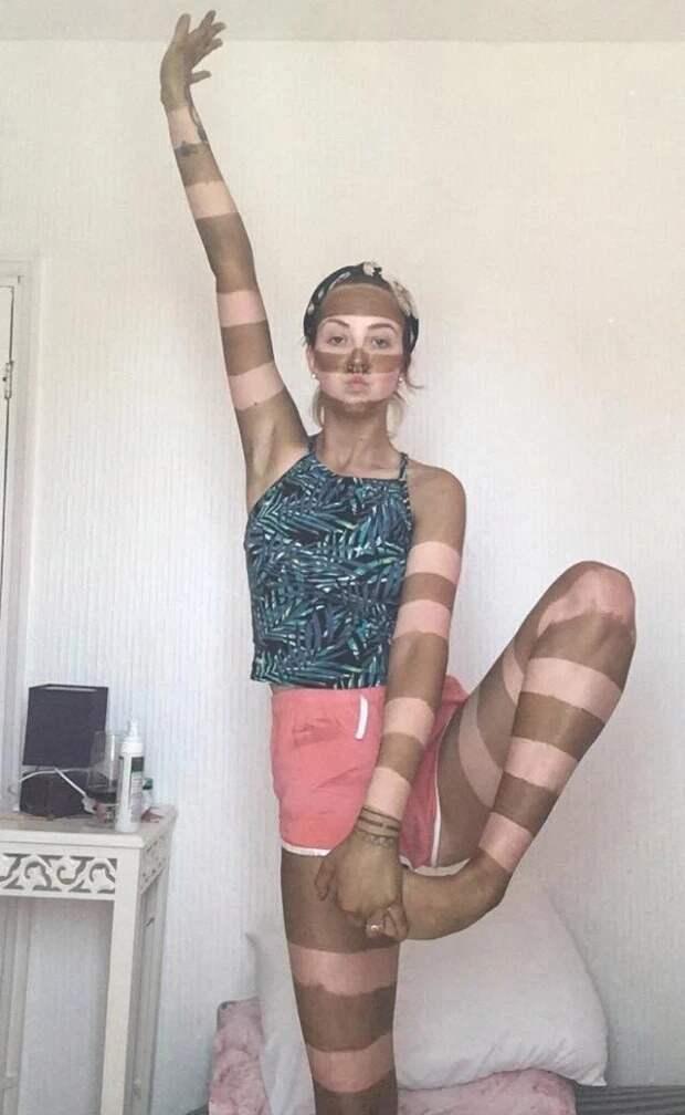 Зебра на карантине: женщина сделала полосатый загар и считает это гениальной идеей
