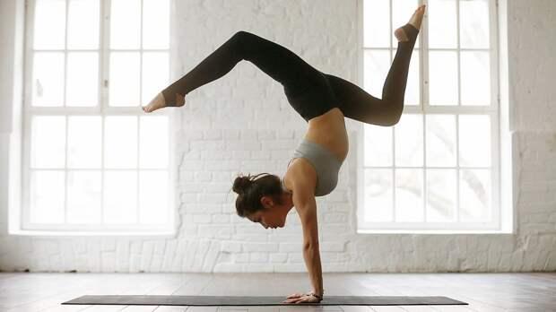 Простые иэффективные упражнения для молодости тела: перевернутые позы вйоге ифитнесе