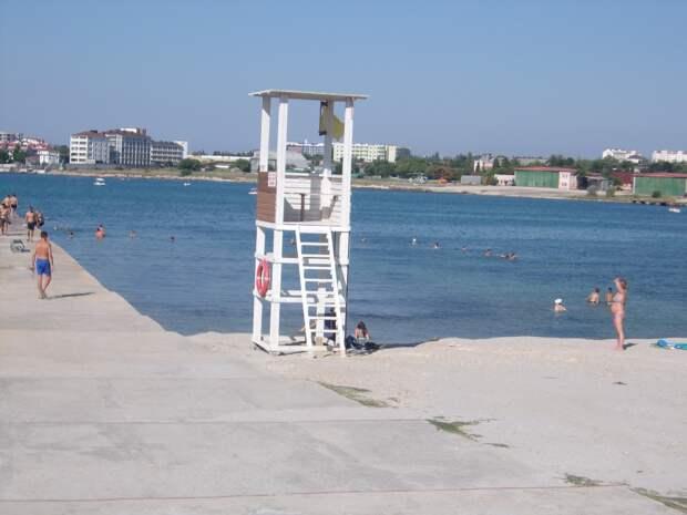 Сезон прошел, но пляжи Севастополя к нему все еще не готовы