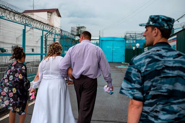 Почему русские женщины так любят зэков?