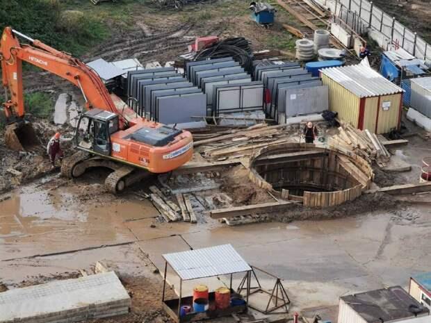 На строящейся станции «Физтех» оградили котлован