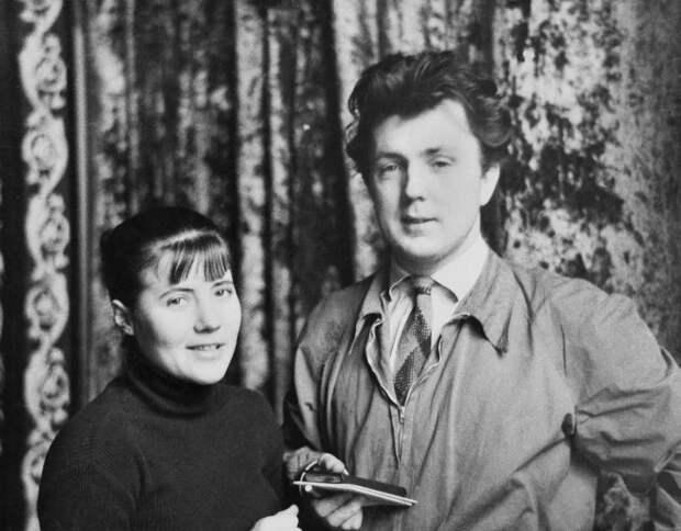 Илья Глазунов и Нина Виноградова-Бенуа на первой выставке художника. 1957год. Москва.  | Фото:http://glazunov.ru