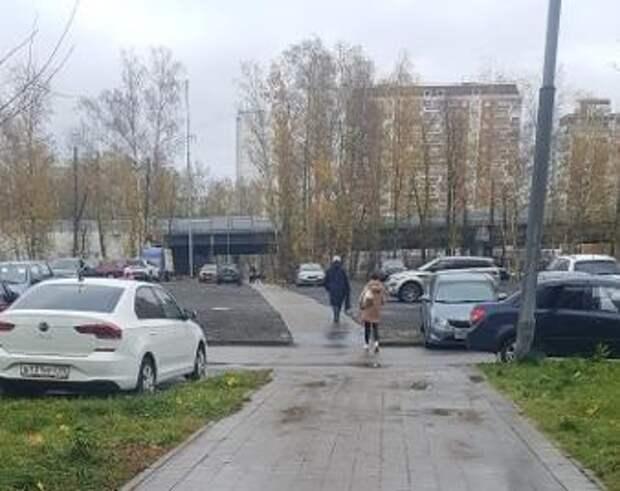 Подтопление с дворовой территории дома на Дмитровском ликвидировали