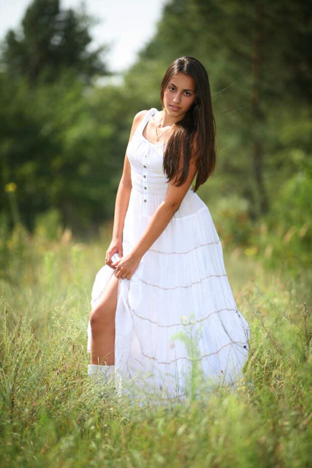 Милые девушки и природа —  настоящая красота