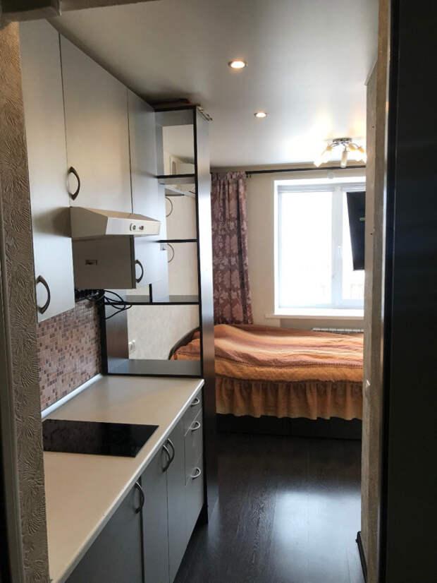 Вид на комнату и кухню со стороны входной двери