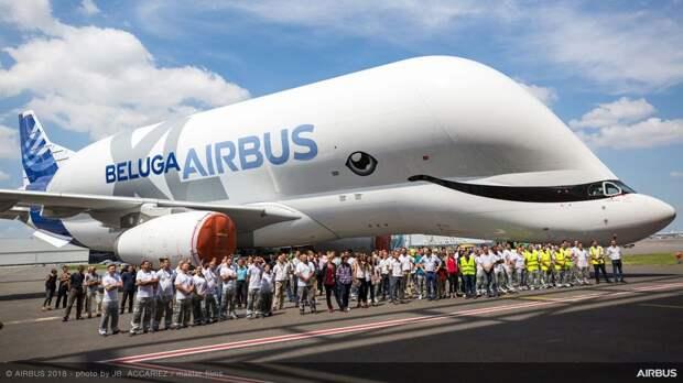 Первый самолет BelugaXL выкатили из покрасочного цеха