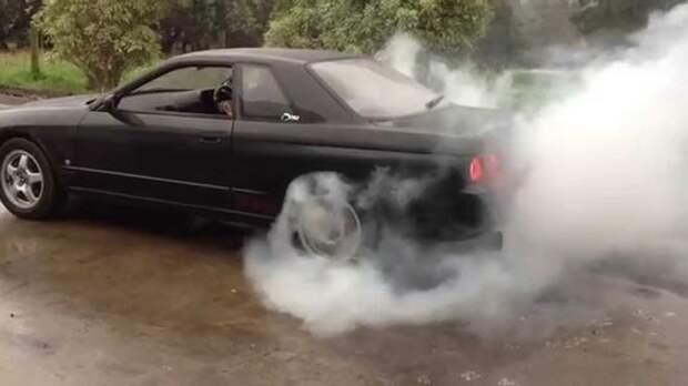 Адский отжиг: владельца Nissan Skyline оштрафовали за дым из-под колес