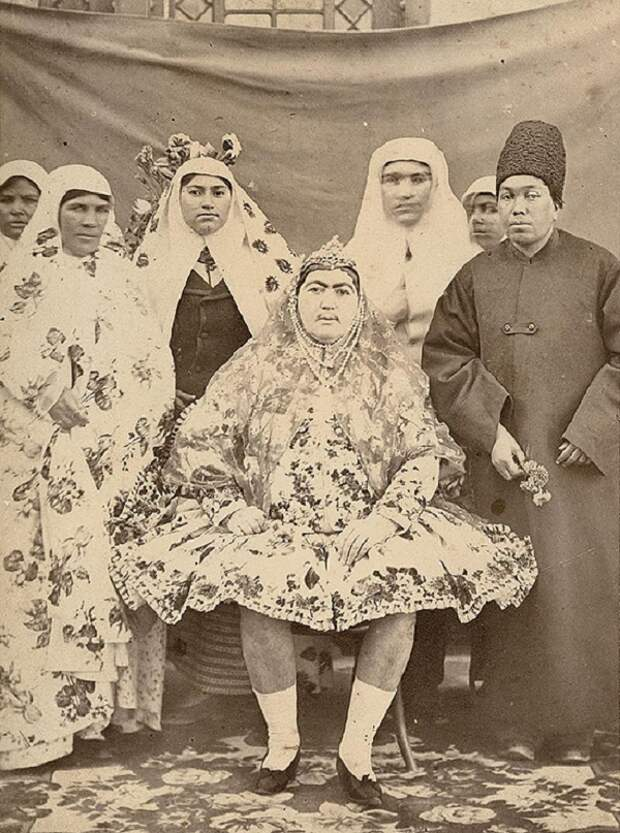 Раскрыта тайна усатых красавиц из гарема иранского шаха.