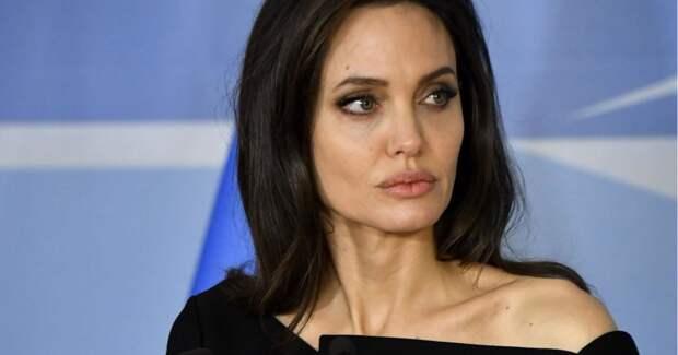 Анджелина Джоли против фейков в интернете