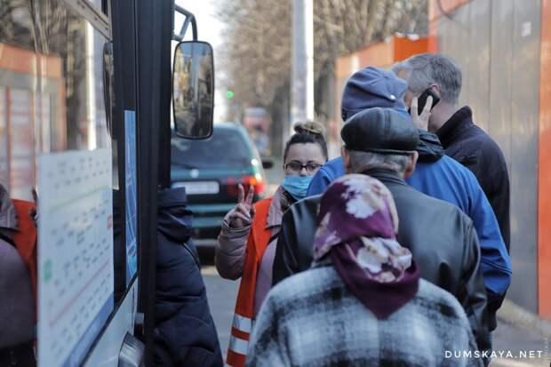 Выбитые стекла, давка и ругань: украинцы бунтуют против транспортных ограничений