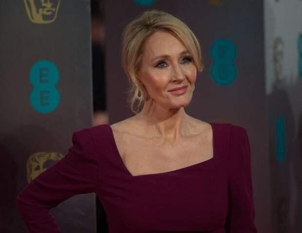«Я проходила мимо этого знака»: Джоан Роулинг раскрыла секрет создания имени персонажа из «Гарри Поттера»