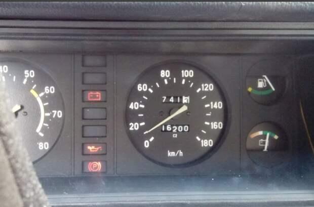 вольтметр на ВАЗ 2107 - такого сейчас не встретишь на современных авто