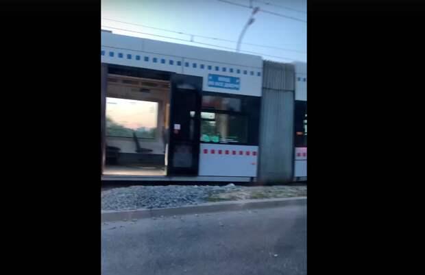 Трамвай сошёл с рельсов в Строгине
