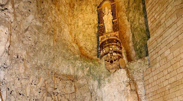 8 древних подземных городов