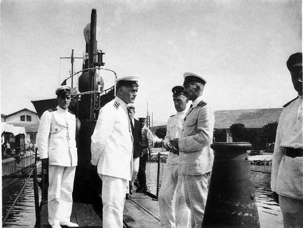 М. А. Кедров на подводной лодке «Тюлень» в Бизерте.
