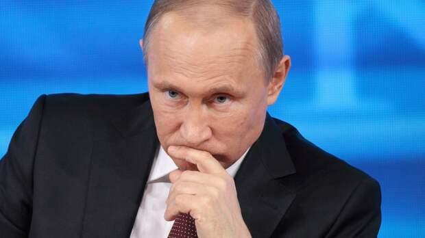 Тихонов: «Россия — это президент без гимна и флага. Великую державу обижают, а Путин нигде слова не сказал»