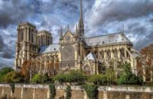 Во Франции осудили женщин, пытавшихся взорвать Нотр-Дам