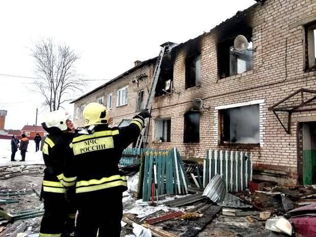 Жильцов уцелевших квартир сгоревшего дома в Игре не пустят домой до заключения экспертов