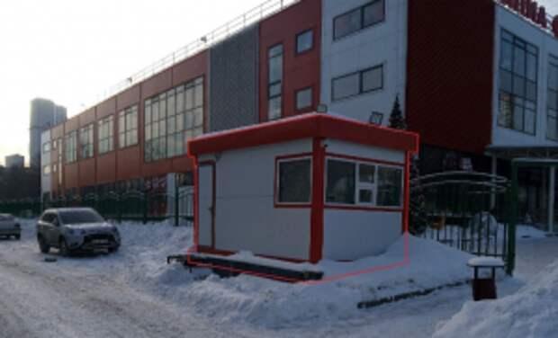 Возле ледового дворца на Яблочкова снесли незаконную постройку
