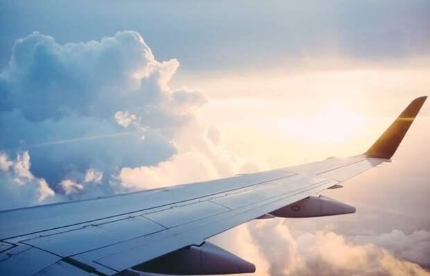 Туроператор назвал сроки возобновления полетов за границу