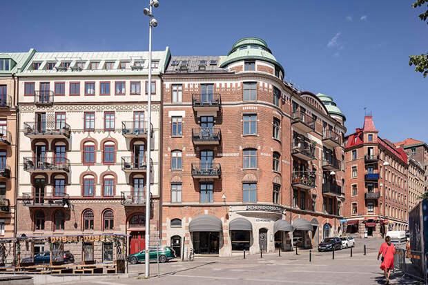 Приятный воздушный интерьер квартиры с видом на площадь Гётеборге