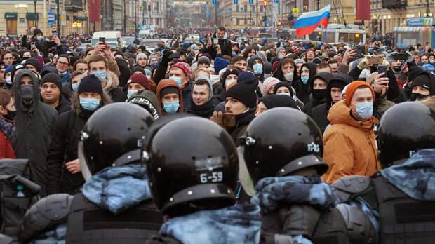 Во всех странах власть подавляет незаконные митинги силой — Сурков