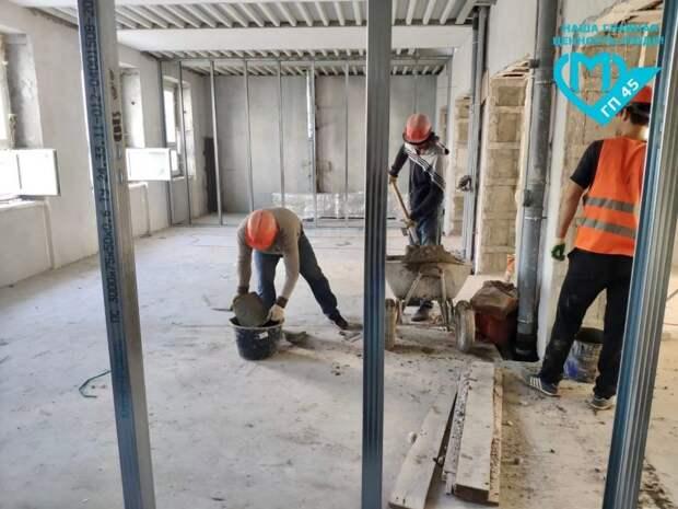 Строители поликлиники на Флотской перешли к монтажу перегородок из гипсокартона