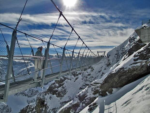 Удивительный мост, который захватывает дух. /Фото: s3-eu-west-1.amazonaws.com