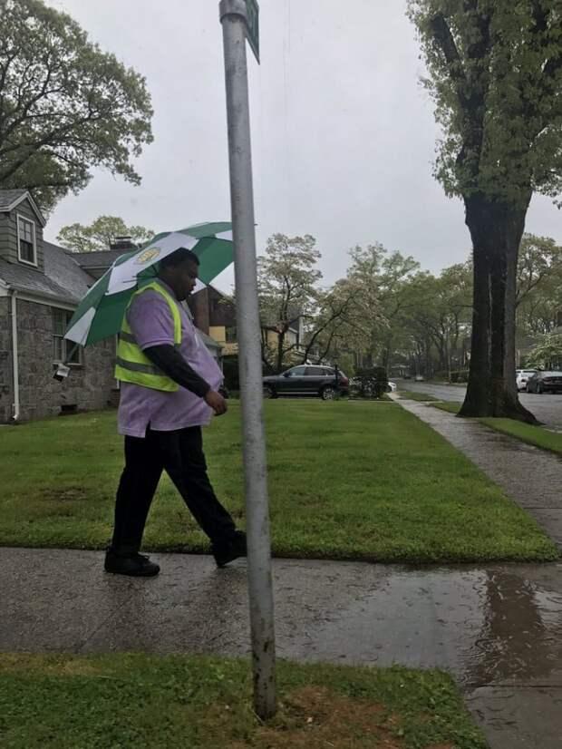Как носить зонтик