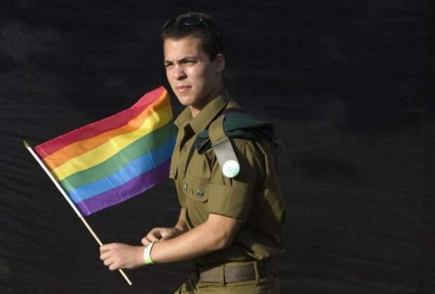 У границ России произошел конфликт с участием геев из британской армии
