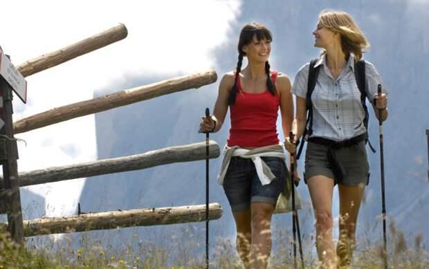 Обои горы, девушки, Альпы, nordic walking, путешественницы ...