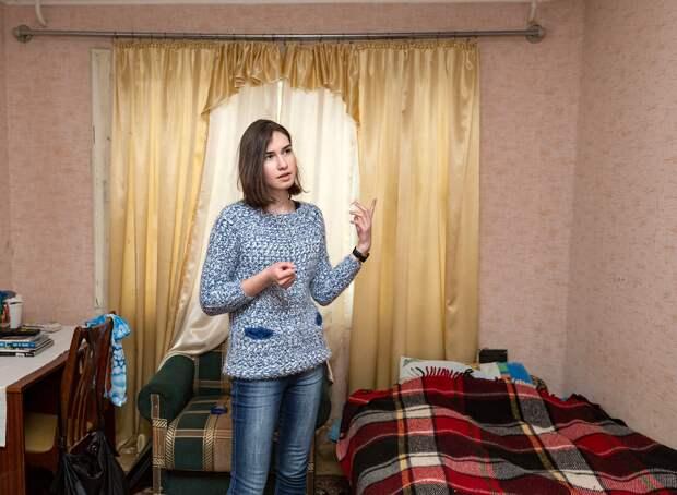 Решила снять комнату у пенсионерки, чтобы сэкономить. Ради любопытства заглянула в холодильник и ахнула