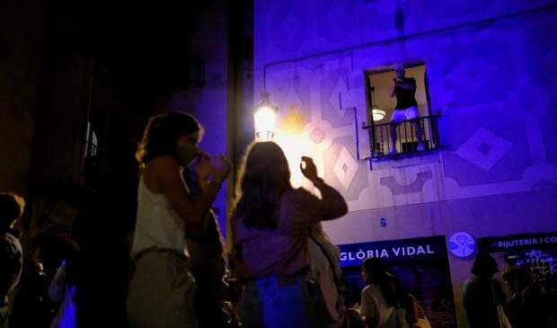 Испанцы бурно отметили окончание карантина