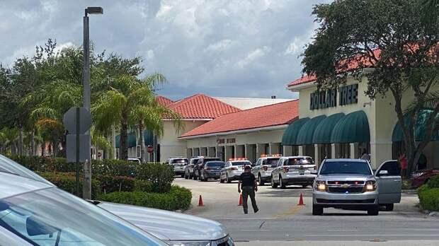 В магазине США мужчина открыл стрельбу, убив женщину с ребенком