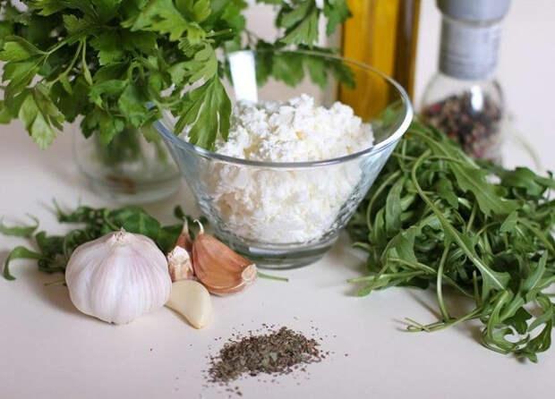 Народный рецепт: творог с чесноком поможет при проблемах со щитовидкой