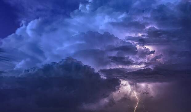 Штормовое предупреждение в Нижегородской области: грозы и шквалистый ветер