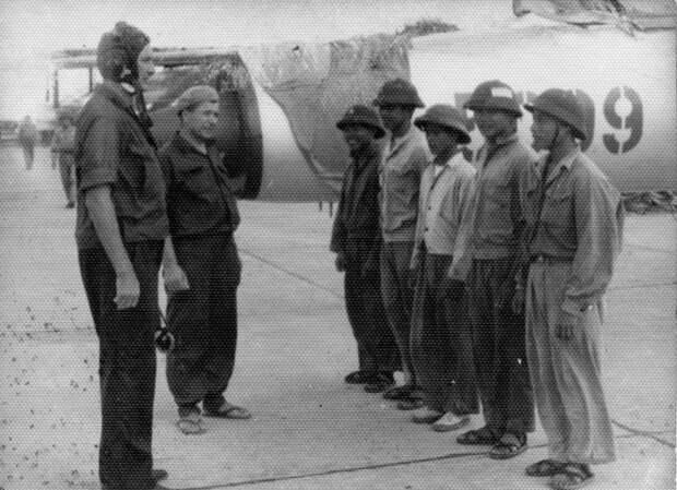 Советские летчики-инструкторы во Вьетнаме. /Фото: i.pinimg.com
