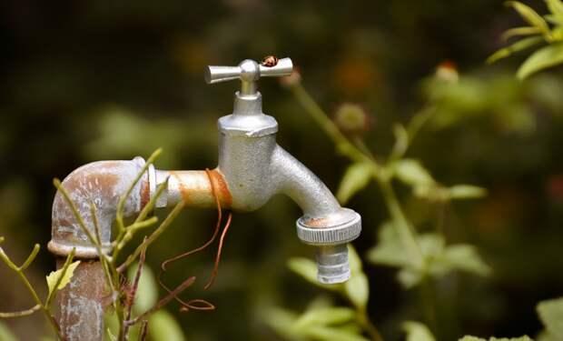 Воду отключили в четырех городах и одном районе Крыма