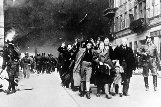 «Евреи уехали на море». Правда ли немцы при Гитлере не знали о концлагерях?