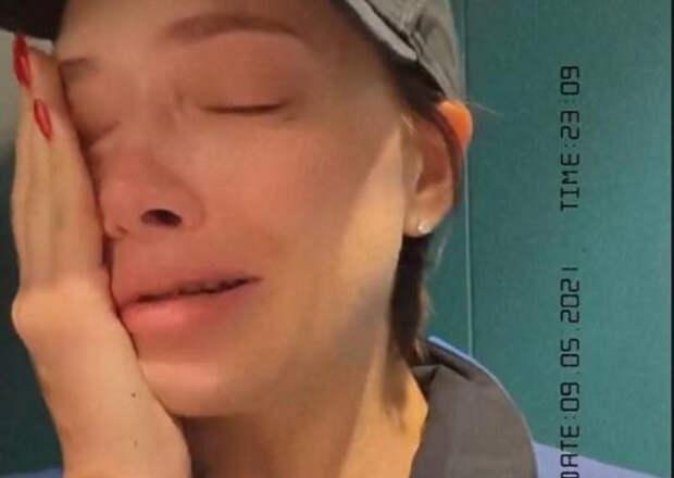 """Проклятая квартира"": звезда ""Универа"" Настя Самбурская плачет из-за ремонта"