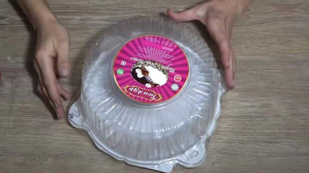Не выбрасывайте пластиковую коробку от торта! Крутая идея для дома