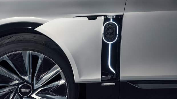 Cadillac готовится к презентации Lyriq: появился новый тизер кроссовера