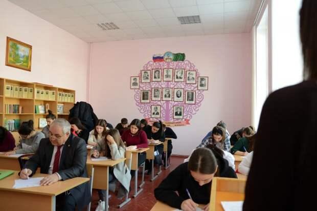 В Международной просветительской акции «Адыгэ диктант» приняли участие адыги из разных регионов России и зарубежья