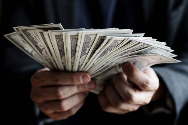 Аналитики назвали число банковских клиентов-миллионеров в России